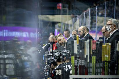 """Kärppäluotsi Mikko Manner aikoo kurkata peiliin vuosituhannen rumimman kotitappion jälkeen: """"Olen onnistunut sekoittamaan joukkueen pelin totaalisesti"""""""