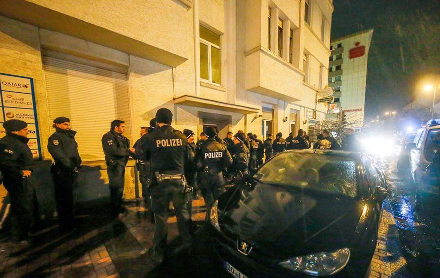 Saksassa on otettu kiinni neljä rekkaiskusta epäillyn kanssa tekemisissä ollutta ihmistä.