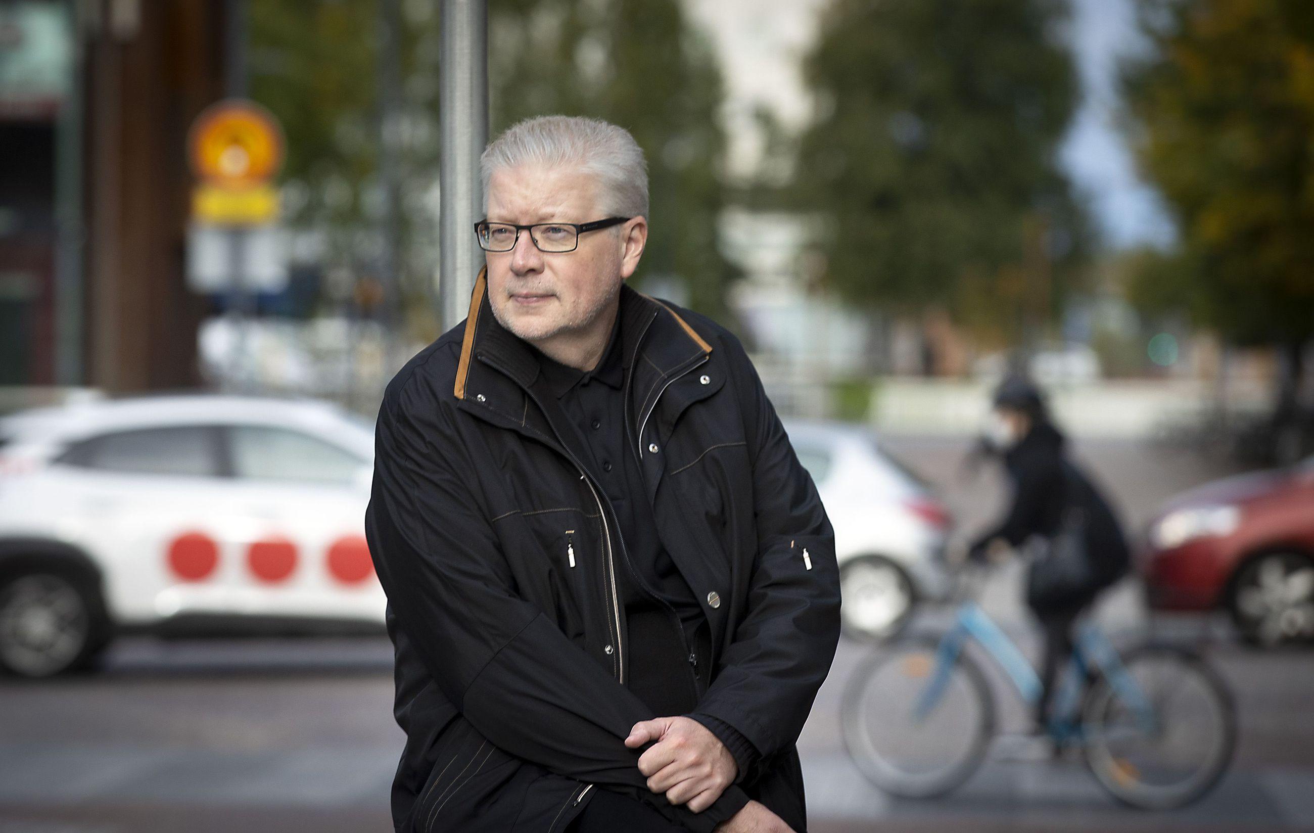 Rainer Kinisjärvi sanoo, että sosiaalisessa mediassa kärjistynyt kissanhännänveto autoilijoiden ja pyöräilijöiden kesken on onneksi lähes tunnistamaton ilmiö Oulun seudulla. Täällä pyöräilykulttuuri ollut aina olennainen osa kaupunkia.