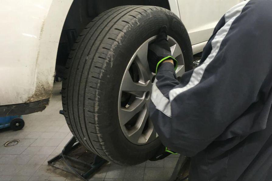Renkaidenvaihto on tavallisella auton käyttäjällä edessään yleensä kaksi kertaa vuodessa.