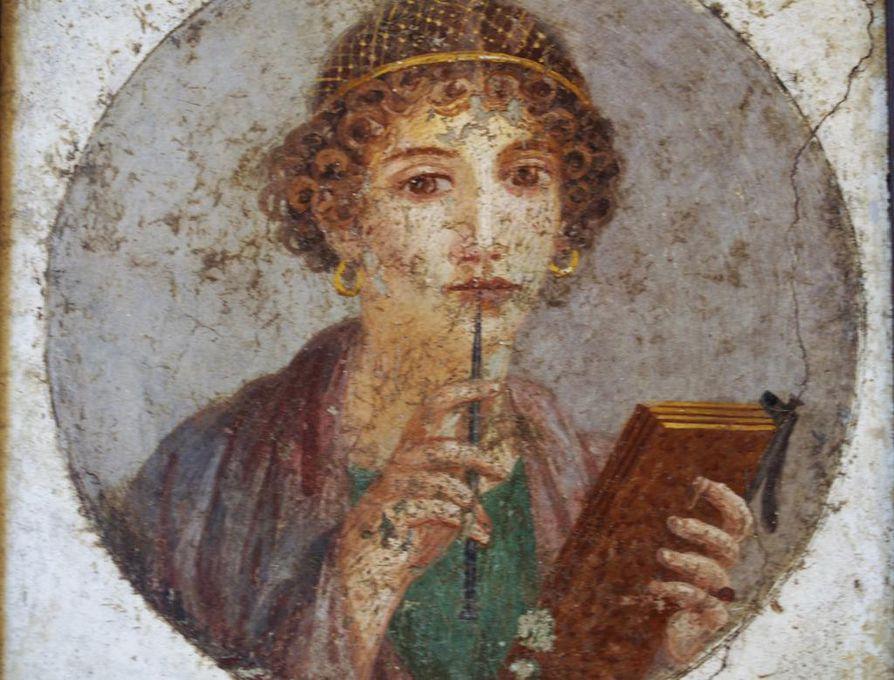 Koulutusta ja oppineisuutta arvostettiin antiikin Roomassa. Pompejilainen seinämaalaus esittää mahdollisesti runoilija Sapphoa, joka on kuvattu vahataulun ja kirjoituspuikon eli styluksen kanssa.