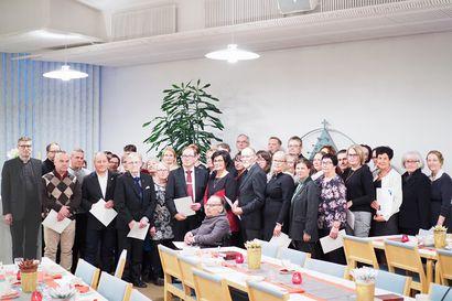 Pitkäjänteistä ja sitoutunutta työntekoa – Tornion seurakunta muisti 10, 20 ja 30 vuotta palveluksessaan olleita