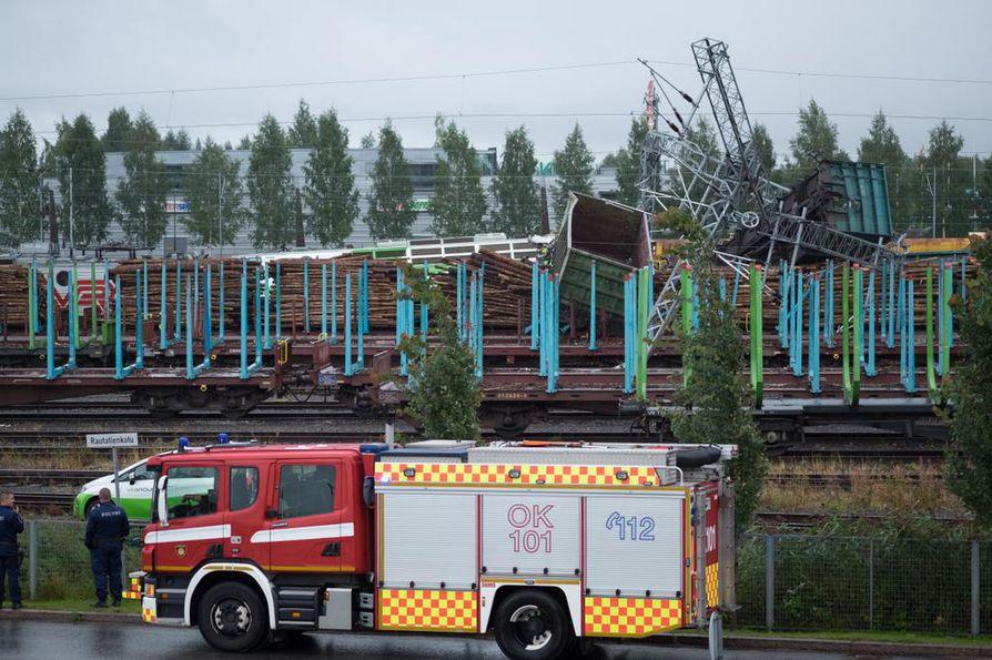Kaksi tavarajunaa törmäsi Oulun ratapiha-alueella Etu-Lyötyn kohdalla.