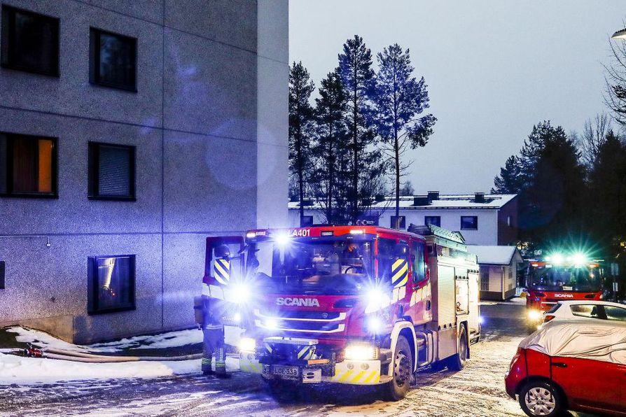 Pelastuslaitos kävi sammuttamassa palon, josta ei ollut vaaraa talon muille asukkaille.
