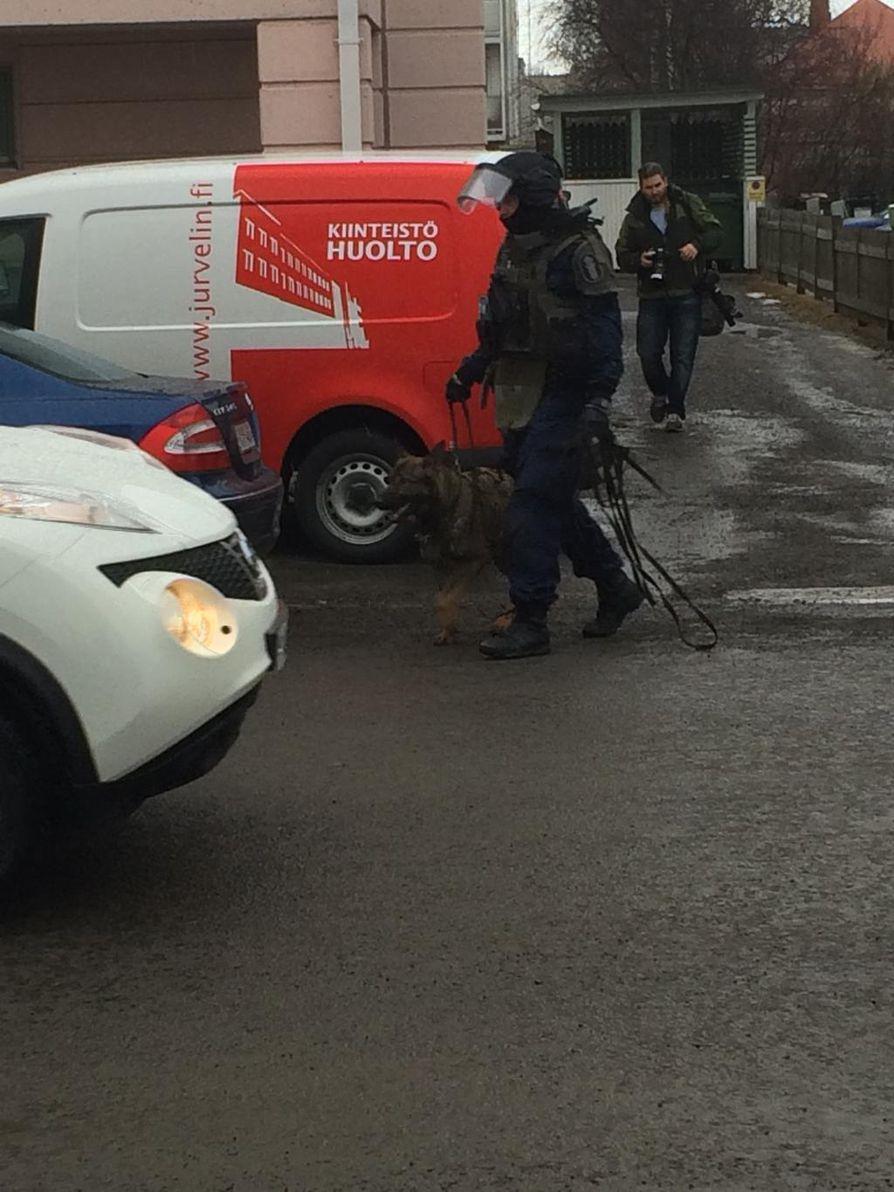 Poliisi oli tavallista raskaammin varustautunut.
