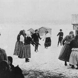 Vanhasta filmirullasta löytyi arjen kuvausta Oulangan kylästä vuodelta 1928 – tunnistatko ihmisiä, esineitä tai asioita? Kerro meille!