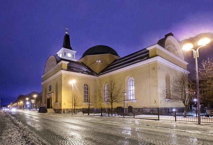 Kirkkoherrat kertovat, että Oulun kirkoissa rukoillaan sunnuntaina kaikkien niiden puolesta, joita tapahtumat järkyttävät ja koskettavat.