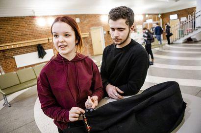 Vanhojen tanssit maksavat 0–2000 euroa –Lapin lukiolaiset kertovat, kuinka tanssiaiskuluissa voi säästää jopa toista tuhatta euroa