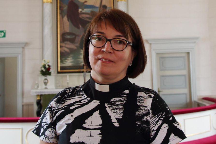 Ylivieskan seurakunnan kirkkoherra Eija Nivala.