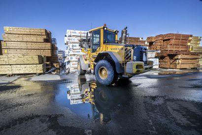 Sahatavaran hinta nousi äkkiä kolmanneksen – rakentajan kannattaa varmistella puutavaran saanti ajoissa