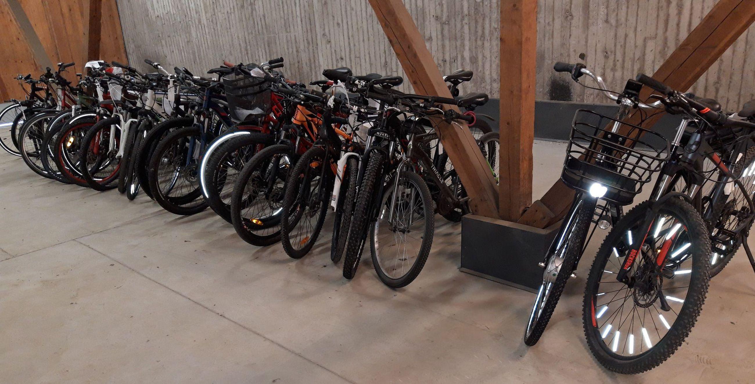 Oulun poliisilaitoksen takavarikkovarastossa on tälläkin hetkellä pyörä poikineen. Poliisilaitoksen löytötavaratoimistoon toimitetut pyörät löytyvät eri varastosta.