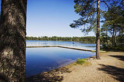 Keminmaan Kallinjärvessä ei uusia merkkejä räjähteistä – uimarannalta kesällä löytynyt kranaatti oli tuskin ollut vedessä sotavuosista asti
