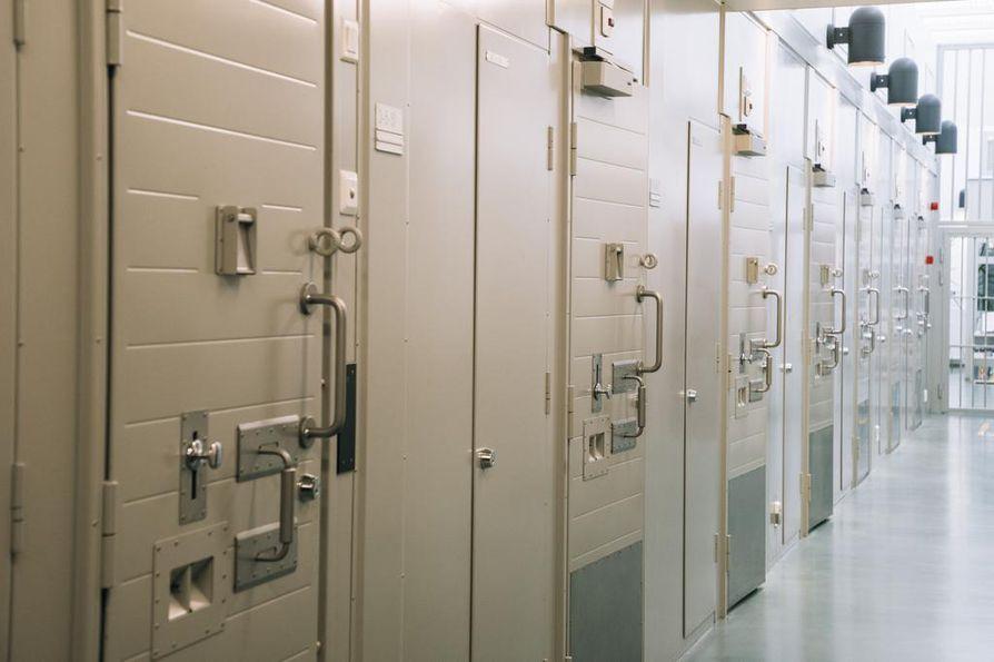 Toukokuun alussa liivijengi United Brotherhood teetti Riihimäen vankilassa tilaustyönä rajun pahoinpitelyn, jossa uhriksi joutunut vanki sai muun muassa kallonmurtumia.