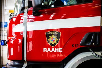 Kuorma-auton alusta syttyi tuleen Raahessa