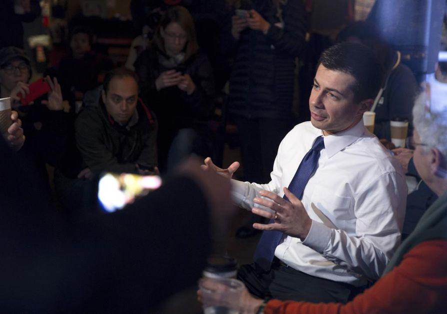 Iowan esivaali lupaa ensimmäisten tulosten perusteella yllätyksellistä voittoa demokraattien Pete Buttigiegille.