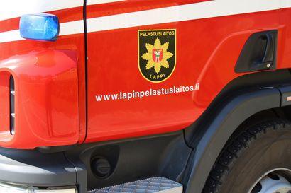 Henkilöauto paloi Kemissä Karjalahdenkadulla – syttymissyy ei tiedossa