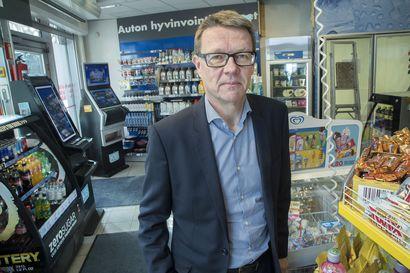 Selviävätkö maakuntien pienet huoltoasemat? – Polttoaineen myynti hiipuu ja peliautomaattien poisto voi olla joillekin viimeinen isku