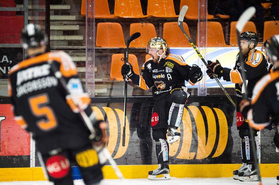 Ex-kärppä Juha-Pekka Haataja on löytänyt peli-ilonsa Kouvolassa. Torstaina KooKoon kultakypärä tuuletti tekemäänsä maalia kahdesti.
