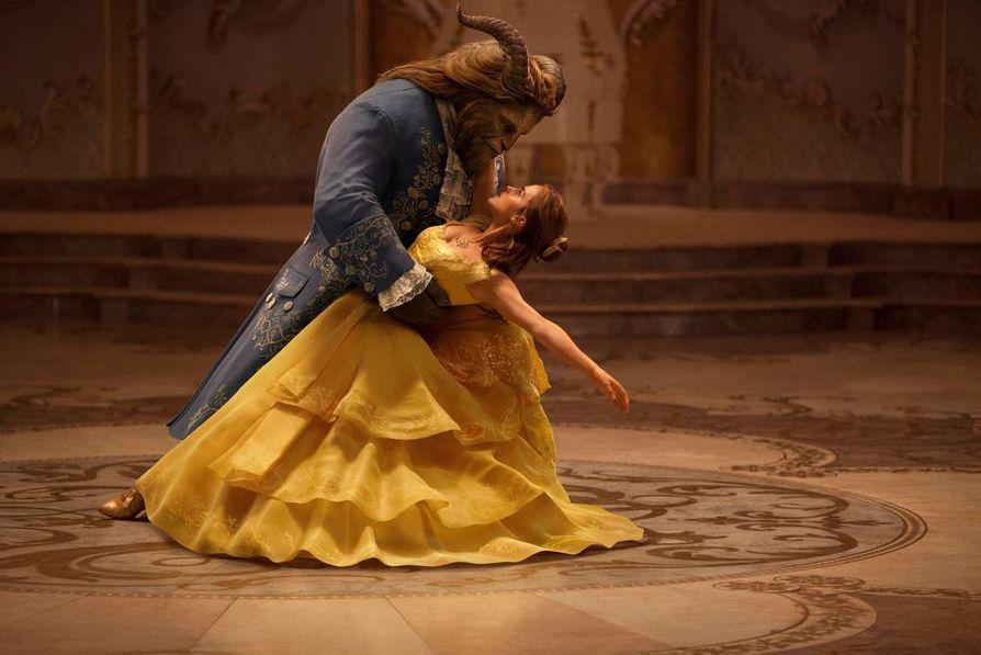 Emma Watson ja Dan Stevens ovat pääosissa Kaunotar ja hirviö -elokuvassa.