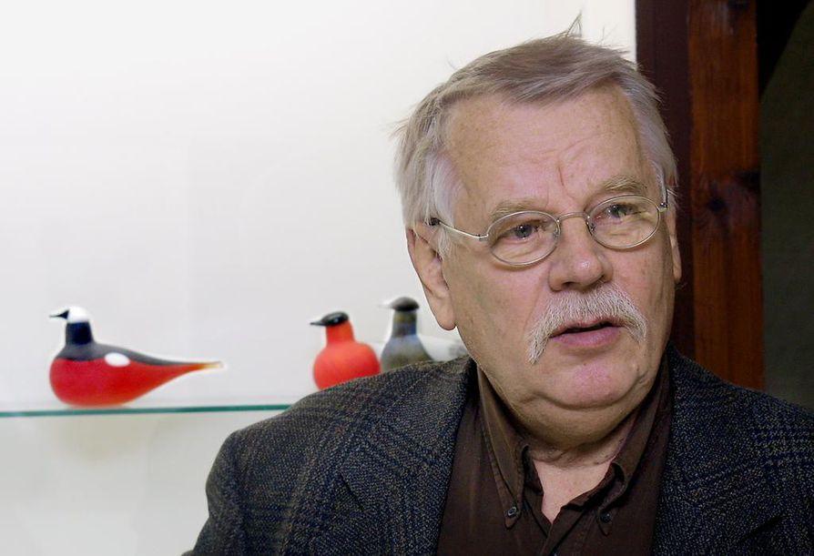 Vuonna 2002 Iittalassa oli näyttely, kun Oiva Toikan lintuja oli tehty 30 vuotta. Nyt lintulajeja on jo yli 400.