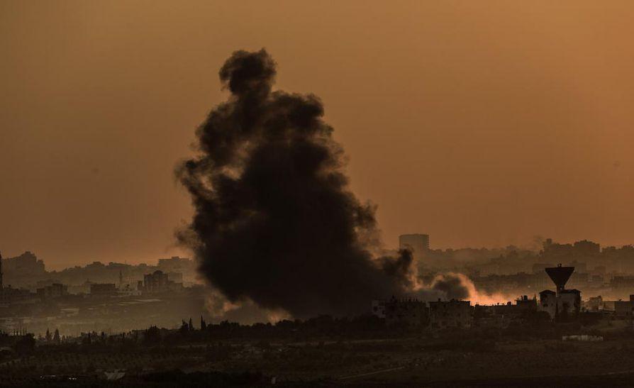 Savu nousee Gazassa Israelin iskun vuoksi.