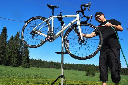 Pyöräilybloggari tietää, mikä suomalaisten polkemisessa mättää: satula jää liian matalalle ja renkaat puolityhjiksi