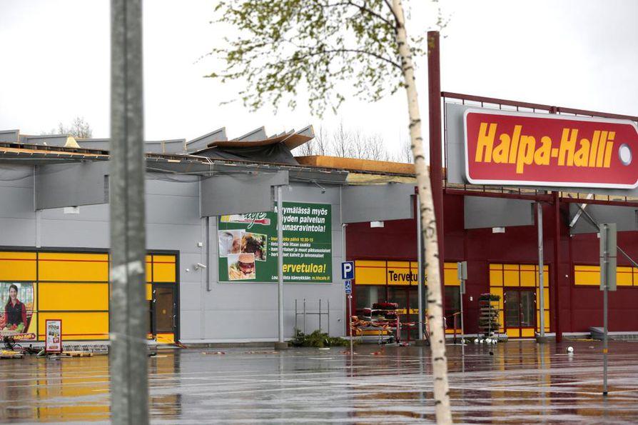 Limingan Halpa-Hallin katolle kävi köpelösti Lyyli-myrskyn aikana.