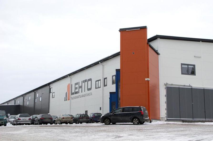 Lehto Groupin Oulaisten tehdas arkistokuvassa.