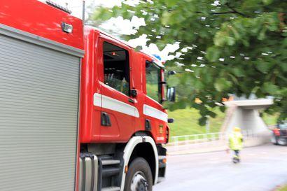 Pieni laavu syttyi tuleen Muhoksen Kivivaaralla – noin puoli hehtaaria metsää paloi