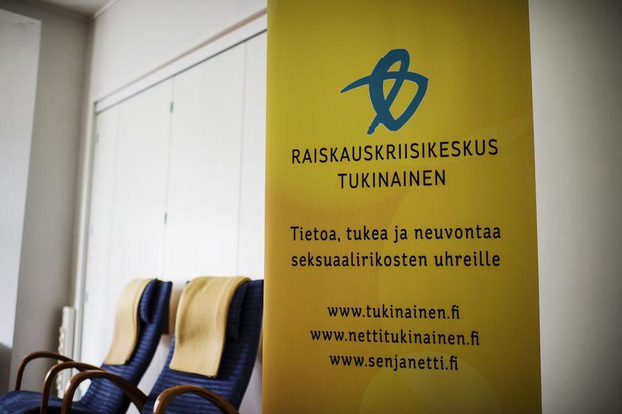 Suostumusta käsitellään jo nykyään yli 40 prosentissa hovioikeuden raiskauskäsittelyistä, joten sana ei ole oikeuskäsittelyissä mikään uusi. Uhreille on olemassa myös tukipalveluja. Raiskausten uhreja auttaa käytännössä esimerkiksi Raiskauskriisi Tukinainen.