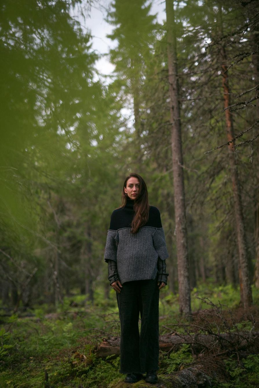 Puuoopperan on säveltänyt latvialainen Anna Ķirse. Ennen sävellystyötä hän oli jo käynyt Paljakanvaaralla Hyrynsalmella.