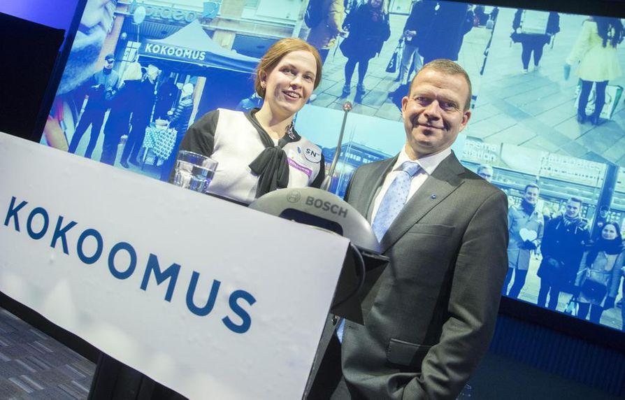 Kokoomuksen puoluevaltuuston puheenjohtaja Mari-Leena Talvitie ja puheenjohtaja Petteri Orpo totesivat, että kokoomuksella on paikka Sauli Niinistön valintaa tukevassa kansanliikkeessä.