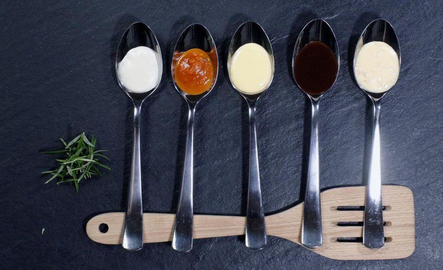 Bechamel, tomaattikastike, hollandaise, punaviinikastike ja beurre blanc ovat viisi yleisessä käytössä olevaa, eri tavoin valmistettavaa kastiketta, joilla pärjäät pitkälle.
