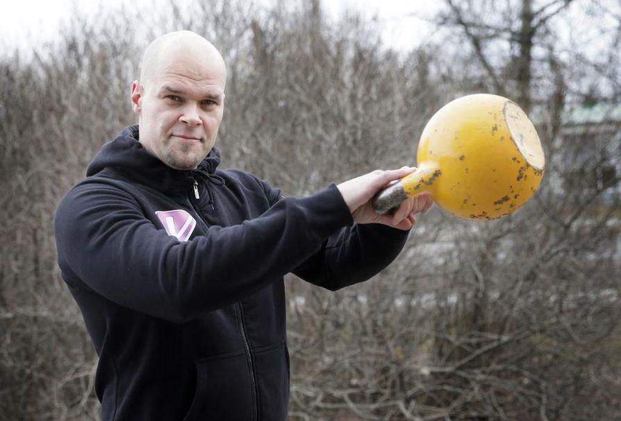 Liikuntakeskus Voiton Tuomo Kilpeläinen selvisi toisena oululaisehdokkaana Vuoden iloisin yrittäjä 2017 -kilpailun finaaliin.