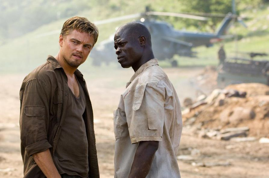 Leonardo DiCaprio ja Djimon Hounsou ovat eteläafikkalainen salakuljettaja ja pakkotyöhön joutunut kalastaja, joka löytää timantin. Blood Diamond - veritimantti -elokuva kertoo Sierra Leonen sisällissodasta ja sen rahoittamisesta.