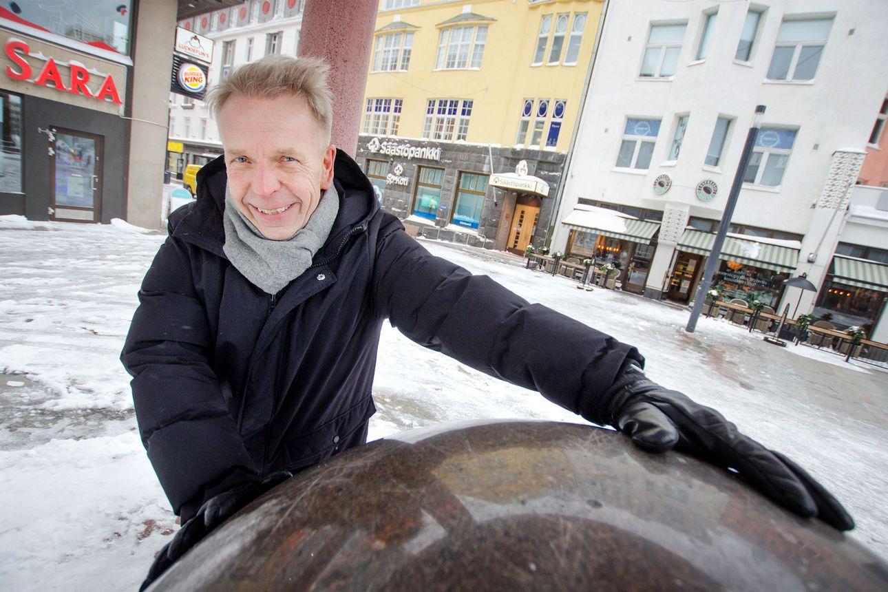 Saaristonkadun liikenne tunneliin, visioi Oulun liikekeskuksen toiminnanjohtaja Jarmo Hagelberg – Eläkepäivät odottavat, mutta sen enempää suunnitelmia Hagelbergilla ei ole kuin opiskelemaan lähtiessä