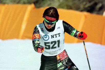 Iin paralympiasankari Tanja Kari näytti myös vammattomien kisoissa, kuinka kova hiihtäjä hän on – Jätti SM-hiihdoissa jopa 50 kilpailijaa taakseen