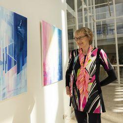 Kuusamolaisen taiteilijapariskunnan Jääilluusioita -näyttely avautuu Oulussa – esillä Yli-Suvantojen maalauksia ja puuveistoksia
