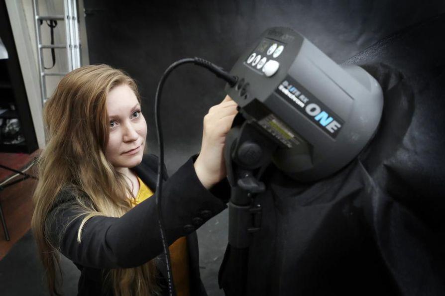 Isabel Andersson haluaa kuvaushetkellä luoda valmiin otoksen käyttämällä mahdollisimman vähän tietokoneen kuvankäsittelyä.