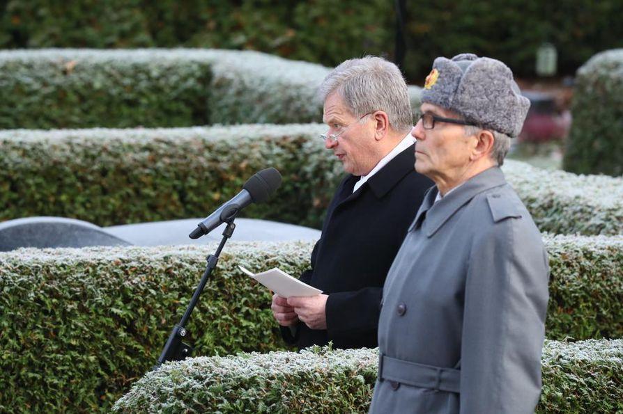 Tasavallan presidentti Sauli Niinistö puhui presidentti Mauno Koiviston hautamuistomerkin paljastustilaisuudessa.