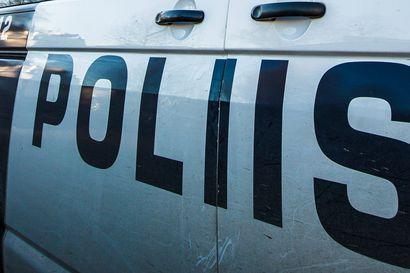 Huumeita käyttänyt kuljettaja jäi Oulussa poliisin haaviin, Limingassa rattijuoppo suistui ojaan