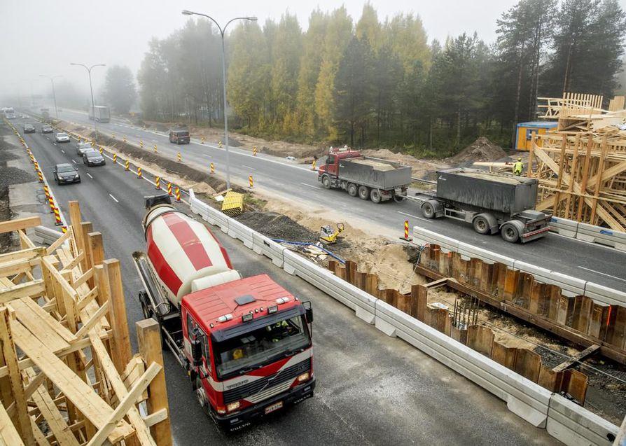 Oulun poliisi kertoo tehneensä viime maraskuusta alkaen säännöllisesti nopeusvalvontaa moottoritien työmaaosuuksilla.  Arkistokuva.