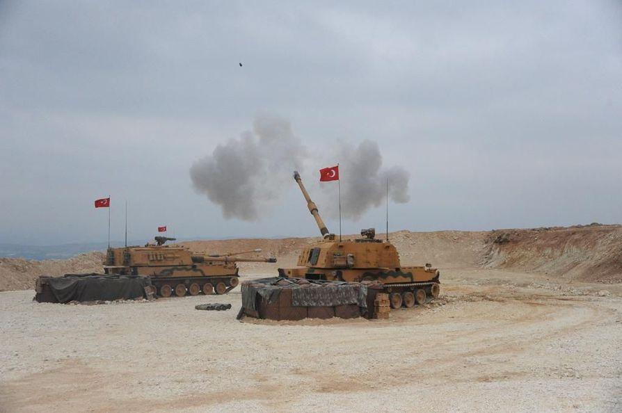 Turkin armeija ampui kohti Pohjois-Syyriaa keskiviikkona Turkin ja Syyrian rajan lähellä.