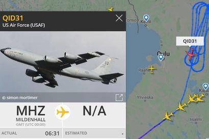 Yhdysvaltain ilmavoimien ilmatankkauskone pyörii Pohjois-Suomen yllä – Katso, millainen lentojälki piirtyi taivaalle Lapissa