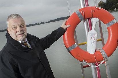 """""""Mukanani ovat aina kello, taskulamppu ja oma savuhälytin"""" – Estonian onnettomuudesta selviytynyt Petter Ehrnsten varautuu laivoilla ja hotelleissa pahimpaan"""