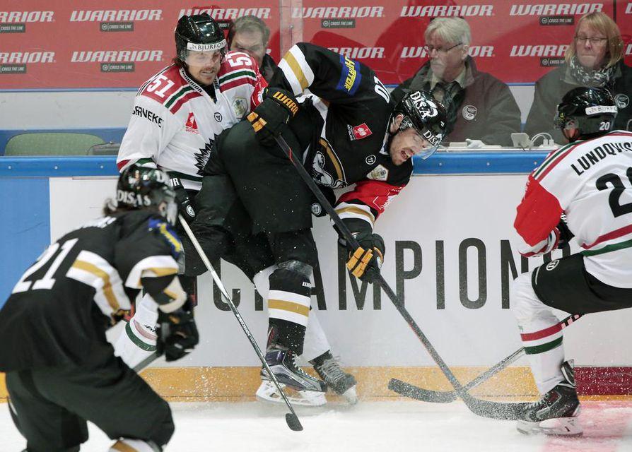 Kärpät ja Frölunda kohtasivat Mestarien liigan loppuottelussa Raksilassa helmikuussa 2016. Kärppien toimitusjohtaja Tommi Virkkunen on huolissaan suomalaisseurojen pärjäämisestä kansainvälisessä kilpailussa.