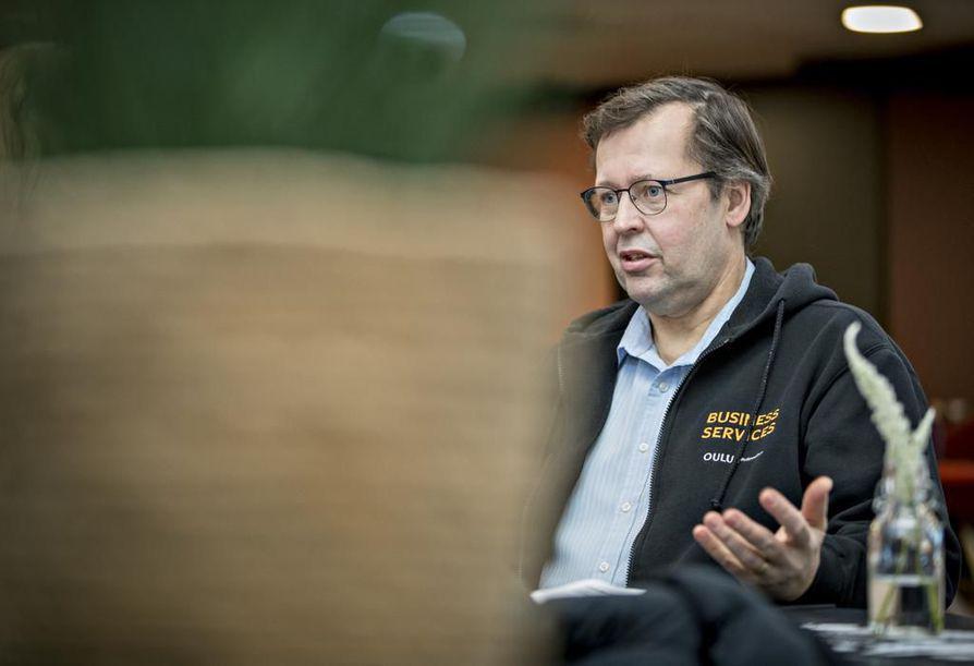 Jukka Olli pitää silmällä pohjoisen Norjan ja Ruotsin rakennushankkeita. Tuoreimman listauksen mukaan tarjolla on rakentamista 870 miljoonan euron edestä:  vedenpuhdistamosta vanhusten asuntoihin.