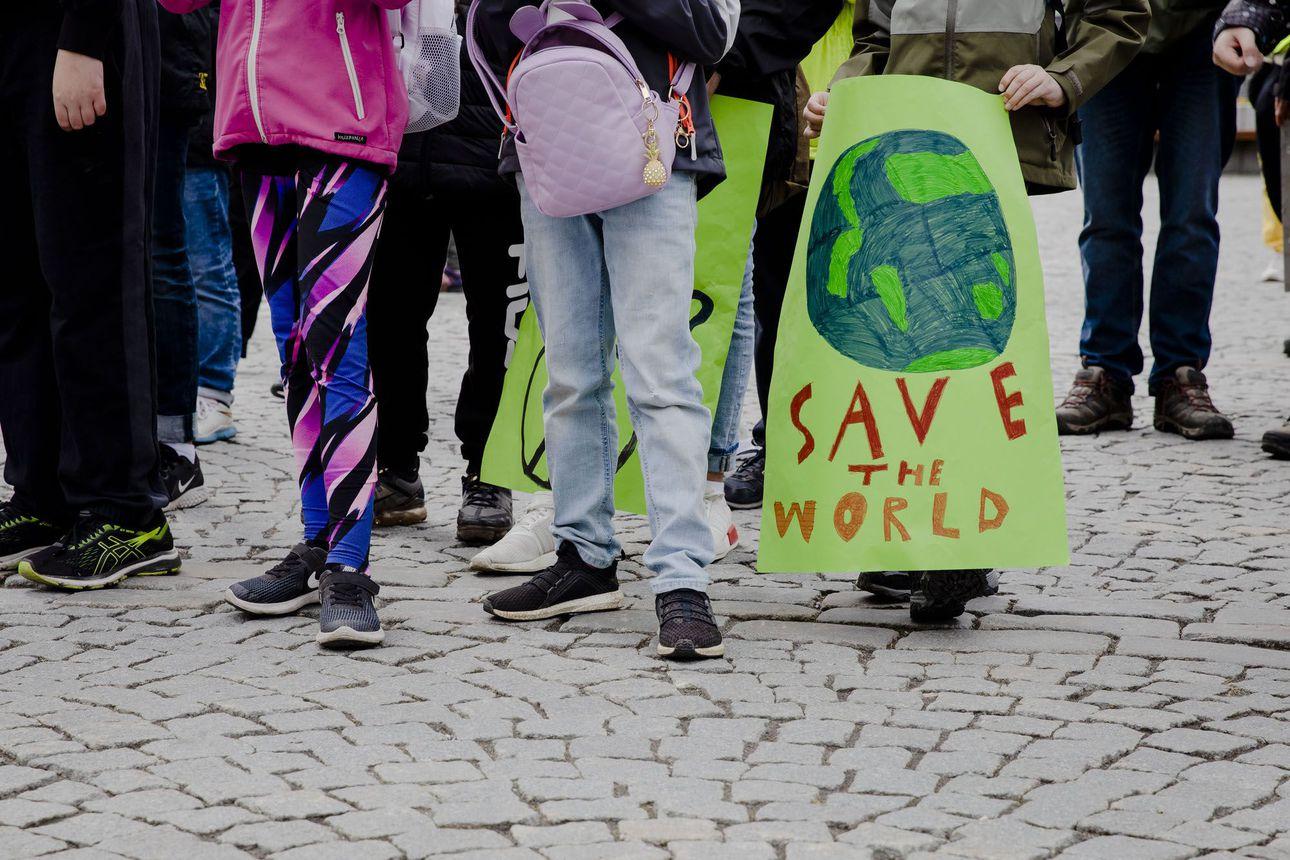Suurin osa suomalaisista katsoo elävänsä kestävällä tavalla – asiantuntijoiden mukaan päästöjä pitäisi kuitenkin vähentää 90 prosenttia