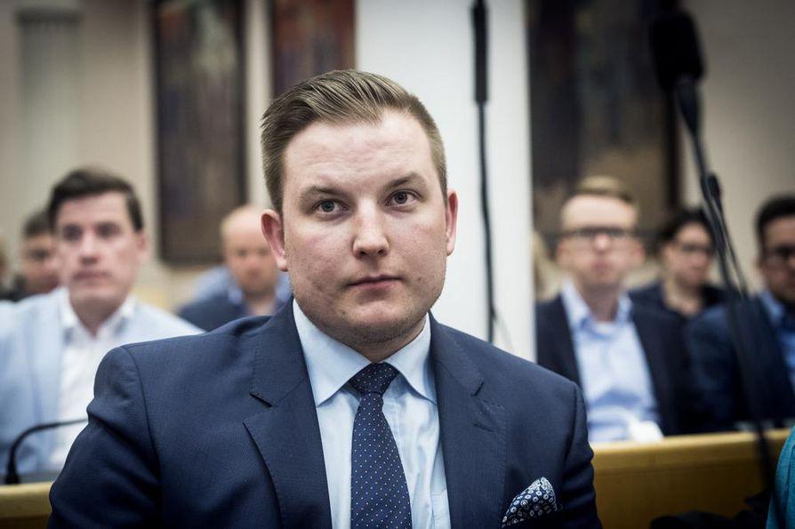 Kokoomuksen oululainen kansanedustaja Janne Heikkinen tyrmää suorin sanoin hallitusohjelman talouslinjaukset.