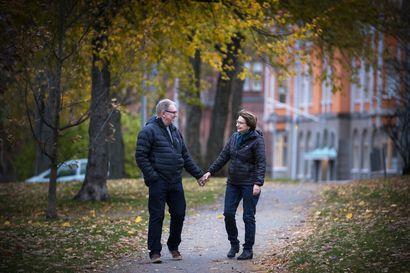 """Rakkaus kukoistaa aviokriisin jälkeen, kun Syrjälän pariskunta onnistui pelastamaan suhteensa näillä keinoilla – """"Aiemmin kilpailimme siitä, kumpi on ykkönen"""""""